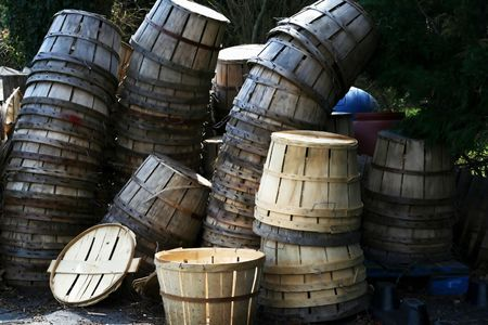 Used and new bushel baskets stacked behind a seafood market. Stok Fotoğraf