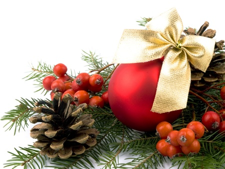 glas bal: Closeup picture of red glass ball, fresh spruce, rowan and cones on white background