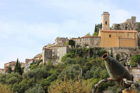 ze: Èze  is a commune in the Alpes-Maritimes department in southeastern France, not far from the city of Nice Stock Photo