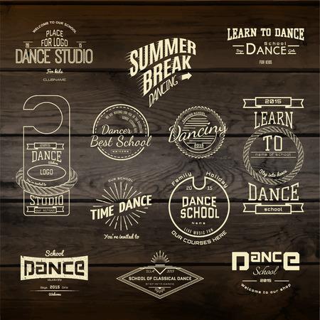 taniec: Szkoła Tańca odznaki loga i etykiety dla każdego zastosowania, na drewnianym tle tekstury