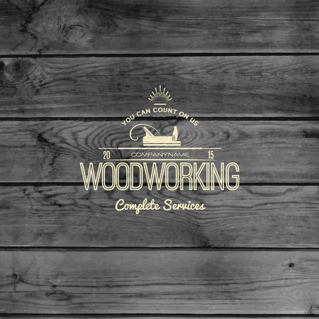 Houtbewerking badge en label voor elk gebruik, op houten achtergrond textuur