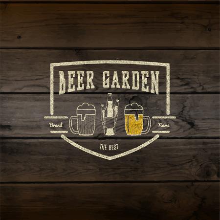 Biertuin badges labels voor elk gebruik, templates en design elementen voor bier huis, bar, het brouwen bedrijf, brouwerij, kroeg, restaurant, op houten achtergrond textuur Stock Illustratie