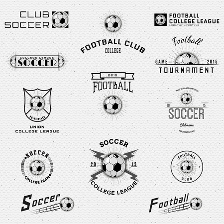 pelota de futbol: F�tbol, ??insignias y etiquetas de f�tbol se pueden utilizar para el dise�o, presentaciones, folletos, volantes, equipo de deportes, identidad corporativa, ventas