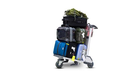 クリッピング パスと白い背景にスーツケースを空港荷物台車
