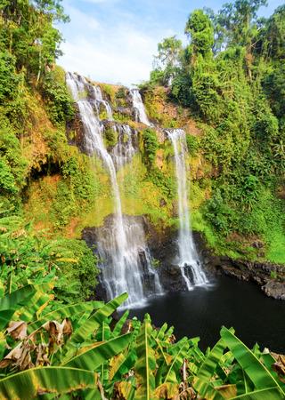 beautiful waterfall 版權商用圖片