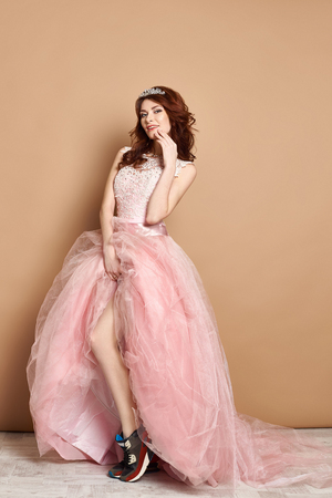 quarz: Foxy queen of the prom in pink dress and sneakers