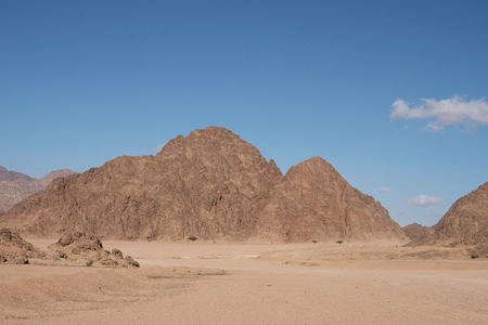 ranges: Mountain ranges in the deserts