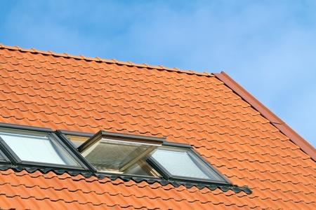 dormer: Detalle de casa techo y dormer windows