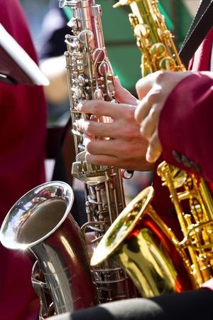 saxof�n: Los m�sicos toca su saxof�n