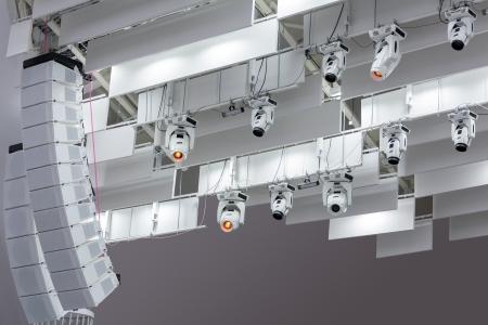 スポット ライト装置システムおよびスピーカー