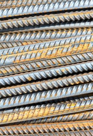Barras de metal en el sitio de construcción
