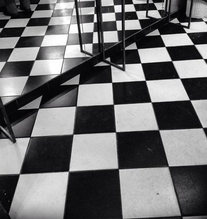 cuadros blanco y negro: Blanco y negro piso a cuadros