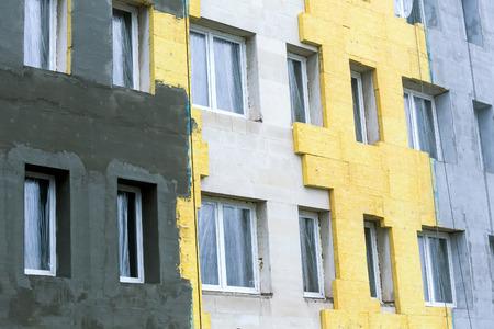 断熱材の熱保護と建物のコンクリートの壁