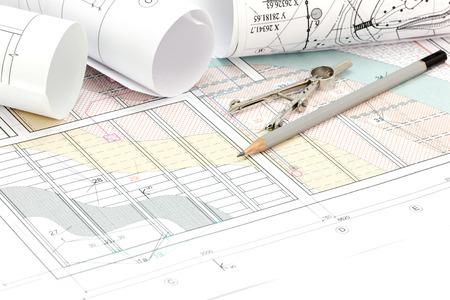 compas de dibujo: laminados planos y dibujos técnicos con un lápiz y un compás de dibujo