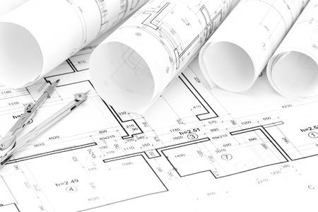 compas de dibujo: rodillos de modelos arquitectónicos y plan de la casa con el compás de dibujo