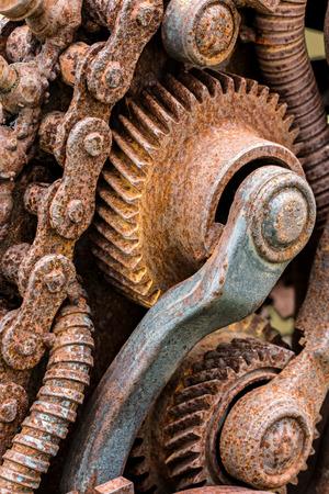 dientes sucios: detalles oxidados de la vieja máquina rota industrial closeup Foto de archivo