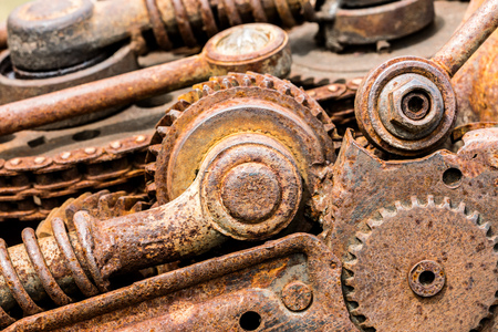 dientes sucios: old corroded mechanical gear cogwheels and sprockets closeup