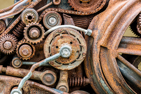 dientes sucios: old corroded metal gears and other scratched details of industrial machines Foto de archivo