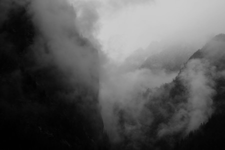 black and white foggy morning mountains in himalayas. Nepal. nearby Annapurna. Foto de archivo