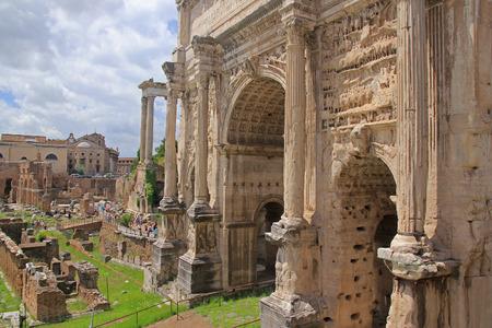 obelisc: Forum Romanum in Roma Italy