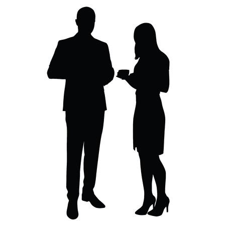 L'uomo e la donna in piedi e bere caffè. sagome. Pausa, il tempo per rilassarsi al lavoro in ufficio. L'uomo in tuta, Donna in una camicia, gonna e scarpe col tacco alto su. Dirigenti, insegnanti, avvocati, commercianti, partner commerciali, i funzionari