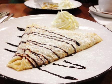 チョコレートとバニラのクレープ