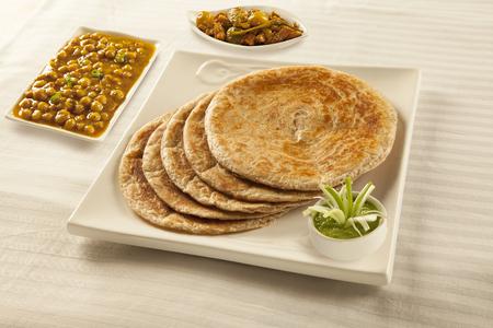 Bran paratha puri served with chickpeas cholay and pickle chutney 版權商用圖片