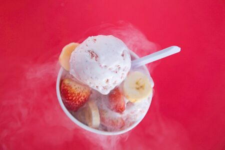 Strawberry and Banana Ice Cream with real fruits Imagens
