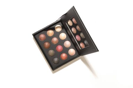 Eyes makeup palette. Sculpting blush, highlighter, bronzer cosmetic products. Black square plastic container with twelve round color samples for luminous look Banque d'images