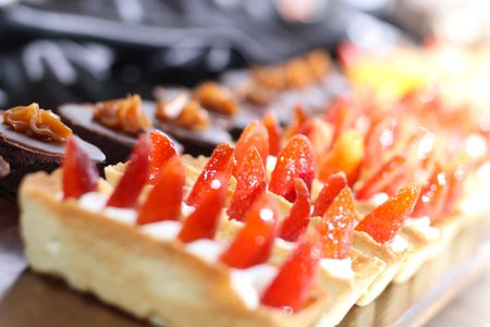 Row of individual serving of desserts whit strawberry Stock Photo