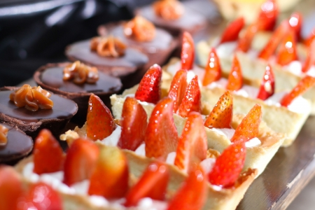 Row of individual serving of desserts whit strawberry