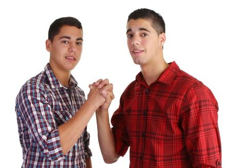 due amici: due amici tenendo le mani insieme Archivio Fotografico
