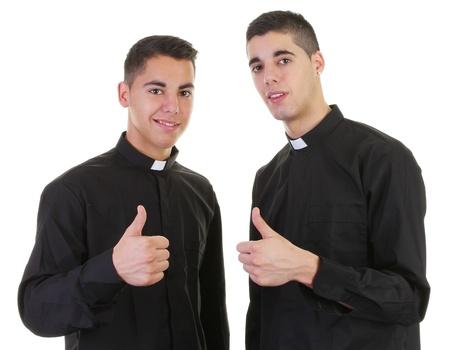 sotana: Dos sacerdotes con un pulgar hacia arriba signo