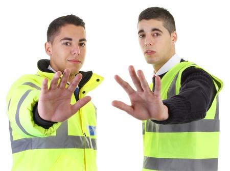 Zwei Wachleute mit ihren Händen aus