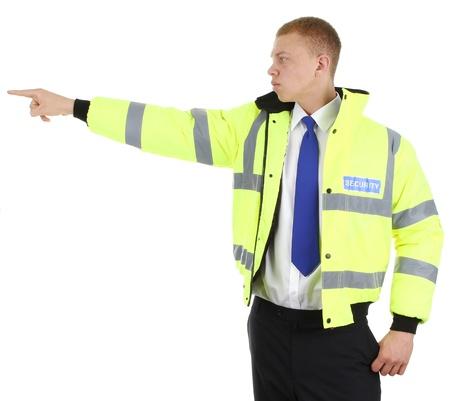 seguridad en el trabajo: Un guardia de seguridad con una expresi�n seria apuntando