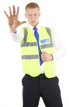 guarda de seguridad: Guardia de seguridad con un gesto de parada, aislado en blanco