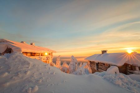 ラップランドで冬の設定で、1 つの画像の太陽の 2 倍します。 写真素材