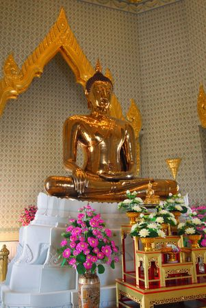 The Golden Buddha statue in Bankok Stock Photo - 7392617