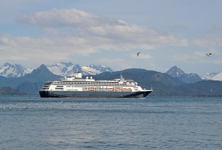 Large cruise ship sailing through bay Stock Photo - 10005859