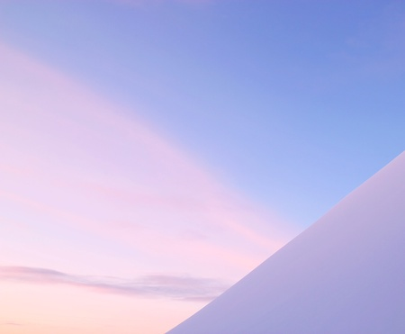 Minimalist photo of snow against sky at sunset. Banque d'images