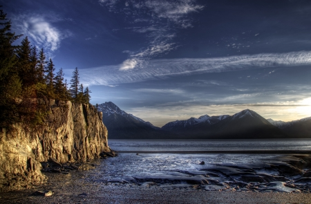 Beach on the Turnagain Arm near Hope Alaska at low tide with interesting patterns in the sand and cliffs illuminated by the evening light. Archivio Fotografico