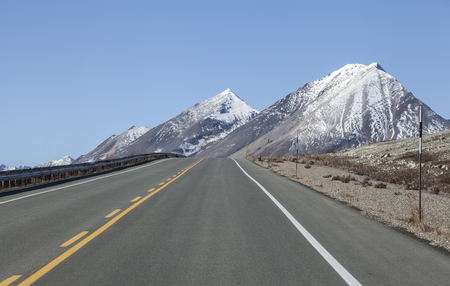 yukon territory: Highway in the Yukon Territory, Canada, with mountains in the background.