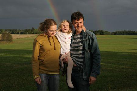 handsom: familia de tres y arco iris Foto de archivo