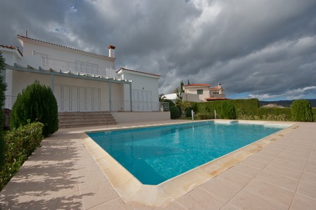 privat: Empty privat pool in front of the villa