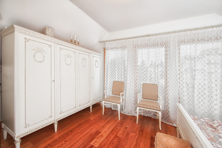 Nice clear  bedroom with viuw to the sea