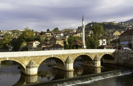 saraybosna: Miljacka river with bridge, Sarajevo, Bosnia and Herzegovina