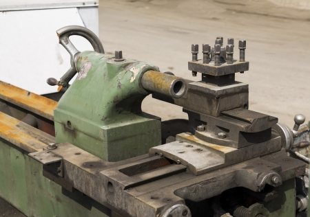 ferreteria: Antiguo torno de maquinaria