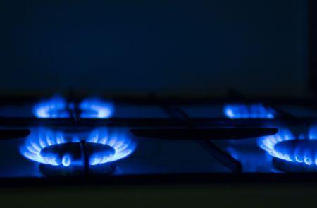 hot temper: Antorcha de una cocina de gas en la cocina