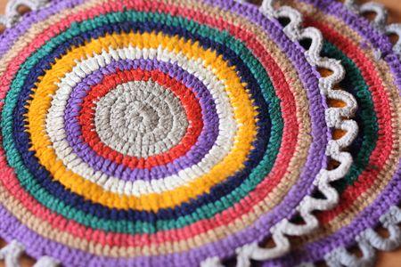 trivet: trivet with concentric color circles