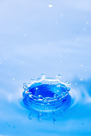 refle: surfaces of water after falling of drop